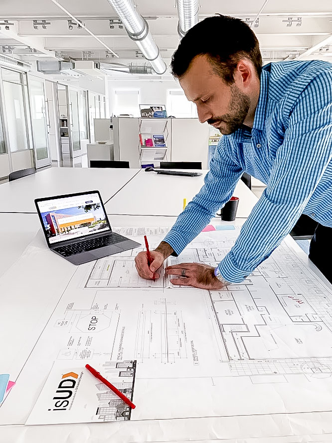 Idea Center employee using isud