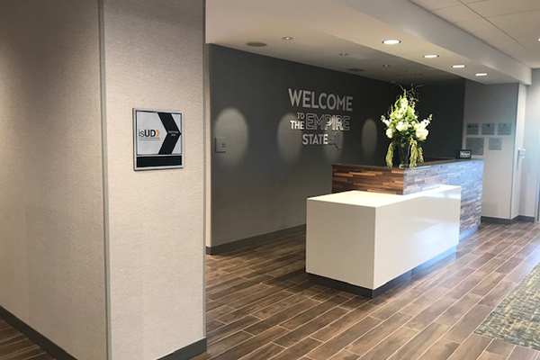 Hampton Hotel Inn, reception desk and isUD plaque